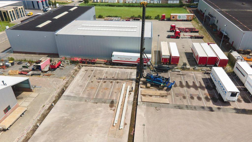 Gister zijn de heipalen de grond in gegaan voor onze nieuwe opslag loods va...